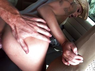 Секс со шлюхой в машине
